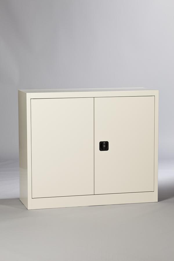 Armoire haute métallique portes battantes avec tablettes